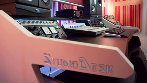 Studio-Desk-Music-Commander-5-565
