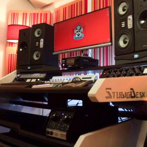 Studio-Desk-Music-Commander-SQ-2000